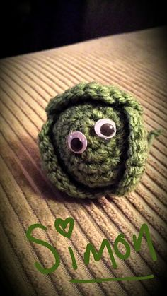 Cute Crochet Patterns Made Out Of Things: Yummy Brussel Sprouts - free crochet pattern. Crochet Christmas Decorations, Christmas Crochet Patterns, Christmas Knitting, Crochet Food, Crochet Gifts, Cute Crochet, Crochet Fruit, Quick Crochet, Crochet Things