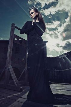 Dark Queen Photoshoots - The Lost Kingdom by Ekaterina Belinskaya is Cinematically Regal (GALLERY)