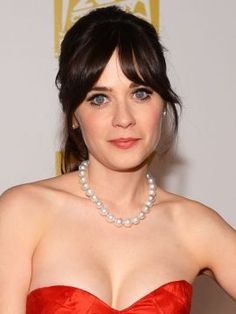 Super hair styles with bangs and layers zooey deschanel 25 ideas Round Face Haircuts, Trendy Haircuts, Haircuts For Long Hair, Haircuts With Bangs, Long Bob Hairstyles, Girl Haircuts, Shoulder Length Layered Hair, Natural Straight Hair, Natural Hair Treatments