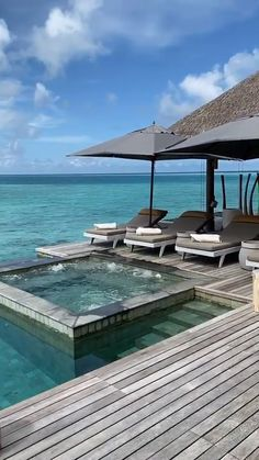 Do resorts get any better than this? You're looking at a luxury suite in Vakkaru Maldives! Planning a trip? Your dream Maldives vacation deserves an experienced Maldives expert. Fill out your free 30-second  travel profile and get matched with an expert who understands your trip. (📷hotelhunter)