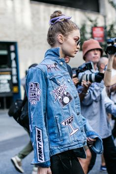 Street style à la Fashion Week printemps-été 2017 de New York : Gigi Hadid avec…