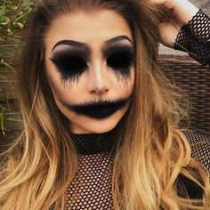 50 Scary Halloween Makeup Looks You Should Try This Year – Page 32 of 50 Das gruselige Halloween-Make-up sollte man dieses Jahr probieren. Halloween-Make-up; Halloween-Make-up-Ideen; Vintage Makeup Looks, Cool Makeup Looks, Creative Makeup Looks, Glam Makeup Look, Simple Makeup, Fire Makeup, Ghost Makeup, Scary Makeup, Devil Makeup