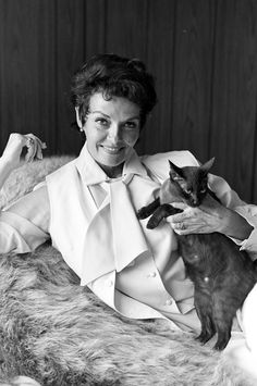 The 23 Chicest Women With Cats Throughout History  - TownandCountryMag.com