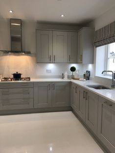 good grey kitchen cabinets will make you not easy to get bored with the design 1 Grey Kitchen Designs, Kitchen Room Design, Luxury Kitchen Design, Kitchen Cabinet Design, Living Room Kitchen, Home Decor Kitchen, Kitchen Layout, Interior Design Kitchen, Kitchen Furniture