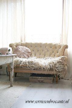 My new sofa <3 www.serviesenbrocante.nl