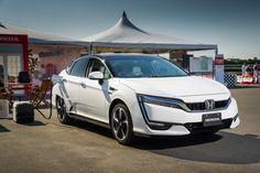 Honda Clarity FCV hydrogen car refuelling