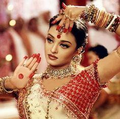 Aishwariya Rai in devdas wearing alta on hands.