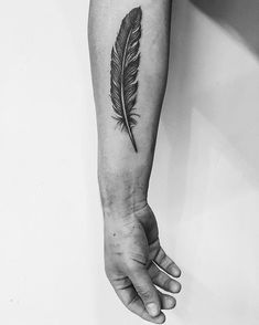 Allow These Dainty Feather Tattoos to Inspire You - -Getting Inked Soon? Allow These Dainty Feather Tattoos to Inspire You - - Do you need an individual design? - 07 Raven Feather Tattoo 99 Elegant Men Tattoo Design Ideas On 2019 Feminine Feather Tattoos, Tattoo Plume, Feather Tattoo For Men, Eagle Feather Tattoos, Feather Tattoo Meaning, Peacock Feather Tattoo, Feather Tattoo Design, 1 Tattoo, Tattoos With Meaning