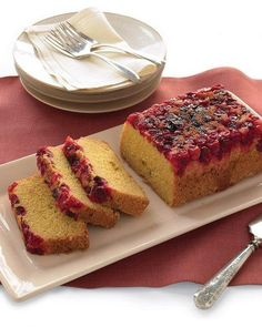 Cranberry-Cornmeal Quick Bread - Martha Stewart Recipes - Try with raspberries instead of cranberries Brunch Recipes, Breakfast Recipes, Vegetarian Breakfast, Breakfast Club, Fall Recipes, Crockpot, Sandwiches, Martha Stewart Recipes, Quick Bread Recipes