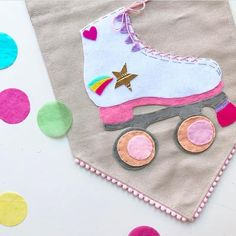 Going wayyyy back to my childhood. I was obsessed with roller skates! And Xanadu 🙈💁🏼💖Hehe. Something a little bit fun! I've added a few to the shop too! Felt Crafts, Diy And Crafts, Crafts For Kids, Arts And Crafts, Felt Garland, Felt Ornaments, Mobiles, Homemade Home Decor, Felt Decorations