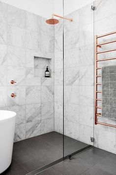 copper and marble bathroom design Bad Inspiration, Interior Design Inspiration, Design Ideas, Design Trends, Design Projects, Design Design, 2017 Design, Design Room, Design Concepts