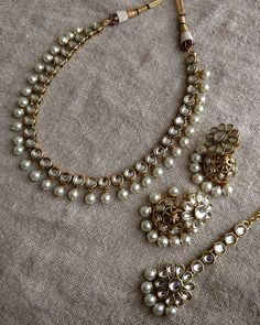 Looking for bold gold plated antique jewellery collections, then do take a look on this beautiful designs. Indian Bridal Jewelry Sets, Indian Jewelry Earrings, Jewelry Design Earrings, Gold Earrings Designs, Necklace Designs, Beaded Necklaces, Beaded Jewelry, Antique Jewellery Designs, Fancy Jewellery
