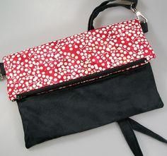 Sac à main, pochette, foldover bag en coton rouge et motifs blancs et suédine noire : Sacs à main par terredepassion