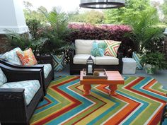 I love this porch - so fun!
