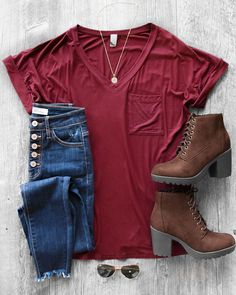 In The Middle Burgundy Loose V-Neck Tee Details Size Guide Model Stats Contact Casual but cute. Every babe needs this In The Middle Burgundy Loose V-Neck Tee in her closet. From its loose yet versatile shape, v-neckline, accent pocket and oh so soft mater Cute Outfits With Jeans, Cute Fall Outfits, Outfits For Teens, Spring Outfits, Casual Outfits, Outfits With Boots, Casual Wear, College Fashion, Teen Fashion