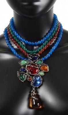 SAINT LAURENT RIVE GAUCHE - COLLIER en perles de verre et cabochons en résine