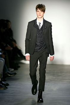 More black suits. What I really like about this outfit is the way the different fabrics play with each other. The silky layer underneath the blazer adds a lot of character to this look. Black Suits, Fashion Show, Fashion Design, Different Fabrics, Modern Luxury, Marni, Bobby, Menswear, Blazer
