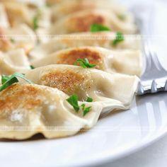 Pierogi pieczone z mięsnym farszem Good Food, Yummy Food, Delicious Recipes, Polish Recipes, Polish Food, Tortellini, Dumplings, Food And Drink, Cooking Recipes