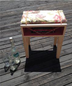 #wood #chair #tropical #print #beach #vibes #robe #perlanegra #homedecor #pine Nightstand, Tropical, Chair, Wood, Pine, Table, Furniture, Beach, Home Decor