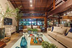 Um paraíso natural. Veja mais: http://casadevalentina.com.br/projetos/detalhes/um-paraiso-natural-577 #decor #decoracao #interior #design #casa #home #house #idea #ideia #detalhes #details #style #estilo #casadevalentina #wood #madeira #livingroom #saladeestar