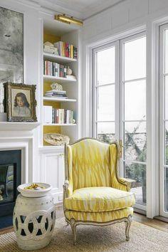Fauteuil bergère en jaune