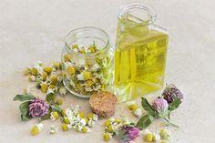 Chamomile Oil Chamomile Oil, Chamomile Essential Oil, Best Essential Oils, Roman Chamomile, Health Remedies, Home Remedies, Natural Remedies, Homeopathic Remedies, Aloe Vera