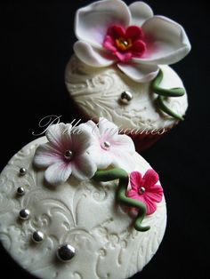 Beautiful !  Love the fondant toppers
