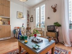 Un salon d'inspiration vintage avec du mobilier chiné à Vincennes - A Vintage Living-Room in Paris | http://blog.mydecolab.com/2016/02/appartement-decoration-style-boheme-vintage-vincennes.html @mydecolab | #décoration #salon #vintage #chiné #home #decor #LivingRoom