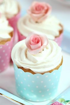 Buttercream Frosting Recipe & An Untold Sugar Flower Secret Revealed Note: Also contains a video tutorial for icing cupcakes. Icing Recipe, Frosting Recipes, Cupcake Recipes, Cupcake Cakes, Buttercream Cupcakes, Yummy Cupcakes, Vanilla Cupcakes, Vanilla Buttercream, Blue Cupcakes