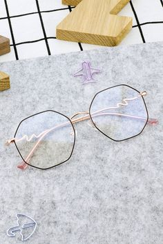 Black and Rose-Gold Jump on the metal frames trend!This octagon eyeglass is pretty distinctive from other shapes which delicately adds more lines and curves to your face. The high-quality rose gold temples ensure that the eyeglass is long lasting and Glasses Frames Trendy, Vintage Glasses Frames, Glasses Trends, Prescription Glasses Frames, Rose Gold Frame, Cute Sunglasses, Metal Frames, Face Shapes, Eyeglasses
