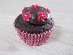 Chokolade cupcakes med Ultimate chocolate frosting Muffins, Sweets, Chocolate, Desserts, Martha Stewart, Mad, Sunflower Wallpaper, Frostings, Cacao Powder