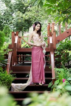 IMG_2557_resize Pink Thailand Costume, Thailand Outfit, Thai Wedding Dress, Wedding Bridesmaid Dresses, Thai Fashion, Oriental Fashion, Thai Traditional Dress, Traditional Outfits, Thailand Festivals