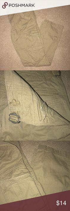 Men's Old Navy Cargo pants Khaki cargo pants size is a 32x34 Old Navy Pants Cargo