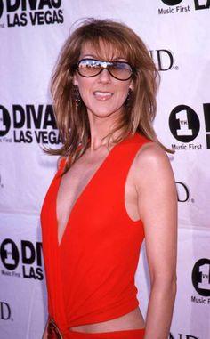 Ouch. Céline Dion semble se préparer pour un concert à Ibiza…Trêve de blague, ce look tape à l'œil n... - PaulineFrench/FAMOUS/BIG