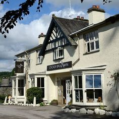 CUCKOO BROW INN- Lake District B&B, less than 1 mile away from HillTop Farms, cycling trails. Between Lake Windermere and Hawkshead Village. $104 USD/night