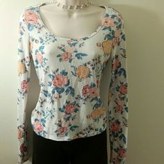 Floral sweater Gently used sweater .nice and comfy. Mudd Sweaters