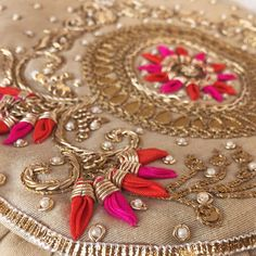 Fantastic Pic zardozi Embroidery Designs Ideas Adornments can be a gorgeous strategy to light up your property and a terrific hobby to help hang around doin Zardosi Embroidery, Hand Embroidery Dress, Bead Embroidery Patterns, Embroidery Suits Design, Couture Embroidery, Gold Embroidery, Embroidery Fashion, Hand Embroidery Designs, Couture Beading