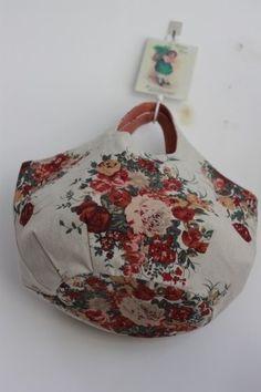 로즈부케 린넨 라운드가방 : 네이버 블로그 Purse Organizer Pattern, Diy Bags Tutorial, Japanese Bag, Denim Purse, Yoga Bag, Floral Bags, Fabric Bags, Big Bags, Handmade Bags