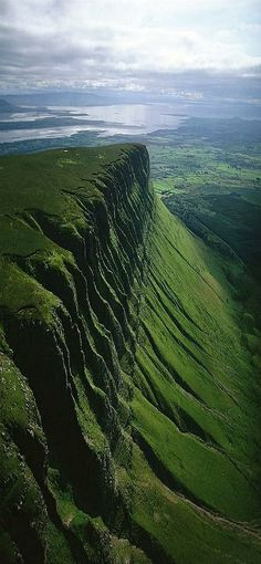 Ben Bulben at County Sligo, Ireland. My family is from County Sligo. Places To Travel, Places To See, Scary Places, Places Around The World, Around The Worlds, Magic Places, Voyage Europe, Ireland Travel, Ireland Vacation