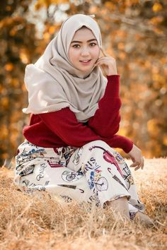 New memes humor beauty photos ideas Beautiful Muslim Women, Beautiful Hijab, New Memes, Memes Humor, Lily Chee, Innocent Girl, Girlfriend Humor, Memes Funny Faces, Hijab Chic