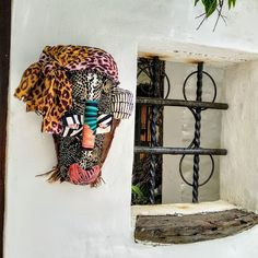 Textile and Palm Contemporary African Masks - &Banana Concept Store Vibrant Colors, Colours, African Masks, Great Artists, Palm, Wall Decor, Banana, Textiles, Hand Painted