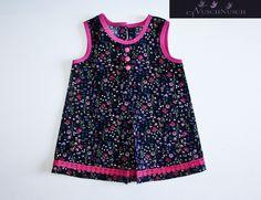 Süße Babykleidchen mit wunderschönen Blümen. Das Kleid ist aus sehr leichten und weichen Baumwollcord. Wunderschöne Stoff. Sehr bequeme Modell, kann i