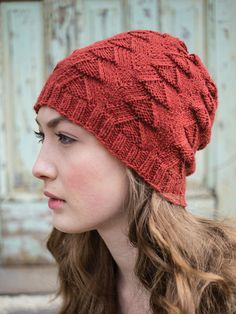 Xumi hat is the perfect complement to the Miruksa gloves, which features a similar but not identical motif.