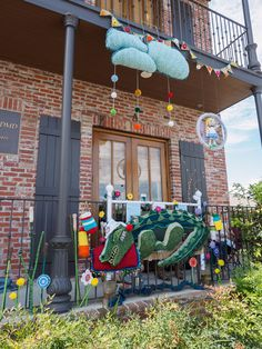 Art on a Limb: Fairhope, Alabama has been yarn bombed! Blog: Leslie Anne Tarabella #yarnbombing #knit #crochet #fiberart