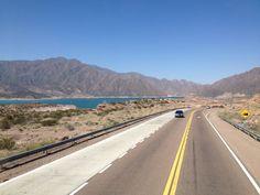 Potrerillos, na região de Mendoza, na Argentina - uma das belas paisagens no caminho de Santiado do Chile a terra do malbec