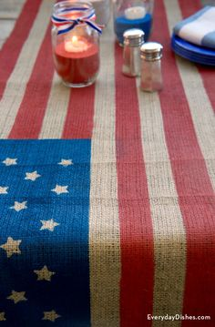 How to Make a DIY Flag Table Runner - If the of July picnic's at your house this year, this DIY table runner is the perfect addition for holiday decor. It's quick, super easy to make and there's no sewing involved. Patriotic Crafts, Patriotic Party, July Crafts, Holiday Crafts, Americana Crafts, Patriotic Wreath, Holiday Recipes, Holiday Ideas, 4th Of July Celebration