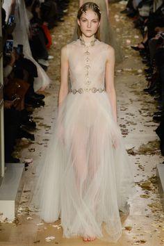 Valentino Spring  by Pier Paolo and Maria Grazia Chiuri 2016 Couture Fashion Show - Kirin Dejonckheere