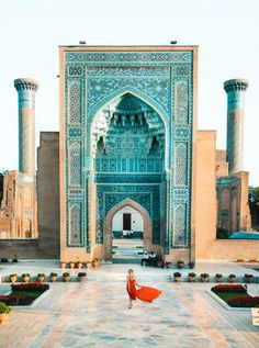 Samarkand – Treasure of the Silk Road in Uzbekistan Islamic Architecture, Art And Architecture, Beautiful Mosques, Beautiful Places, Places To Travel, Places To See, Paludarium, Grand Mosque, Mayan Ruins
