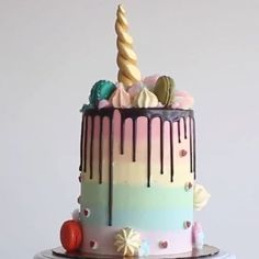 LOVE!! Gold Unicorn horn and rainbows!! The ultimate cake for a unicorn themed kids party!