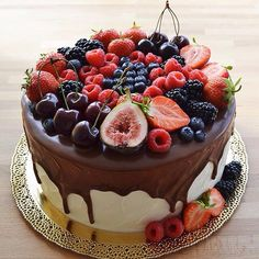 Sweets Recipes, Cake Recipes, Chocolate Biscuit Cake, Cake Decorating Piping, Fruit Wedding Cake, Ganache Cake, Kinds Of Desserts, Cake Business, Dessert For Dinner